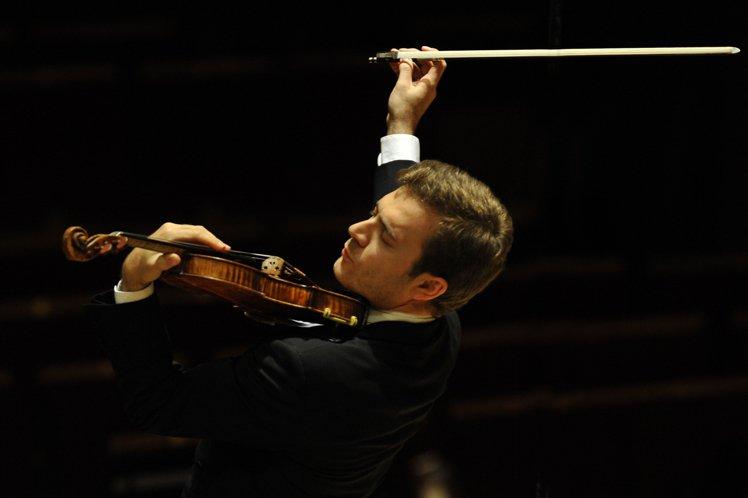 法國知名小提琴家Renaud Capuçon,音樂表現精湛,同時也是勞力士品牌...
