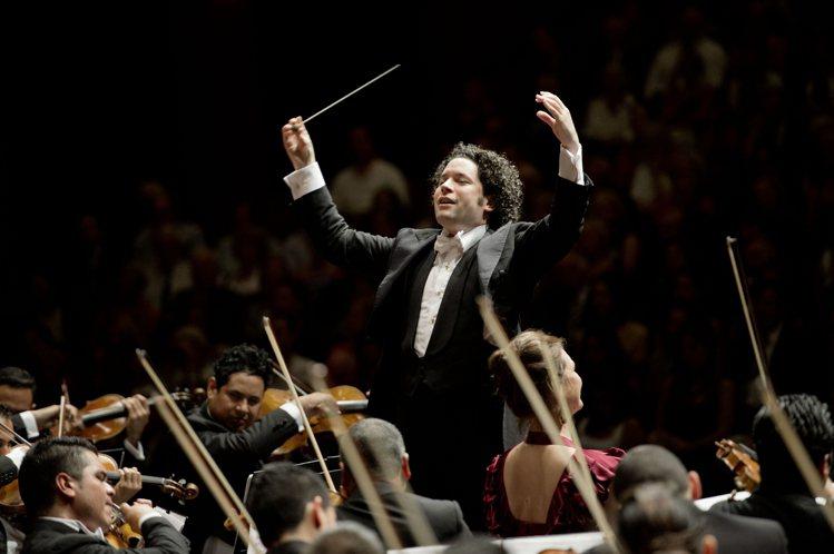 著名委內瑞拉籍指揮家和小提琴家Gustavo Dudamel,也是ROLEX代言...