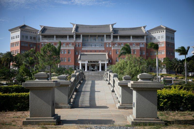 國立金門大學今日公布110學年度碩博士班入學考試簡章,計有12個碩士班及1個博士班,共招收57名碩博士生,有意進修的民眾要留意報名時間。圖/金大提供