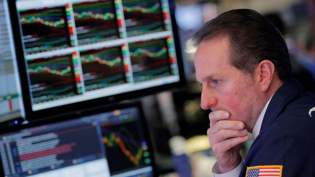 美股22日全線下跌。 路透
