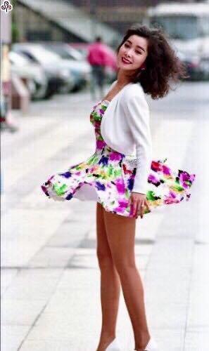 陳美鳳當年秀場時代,呈現陽光健康性感美。圖/摘自臉書