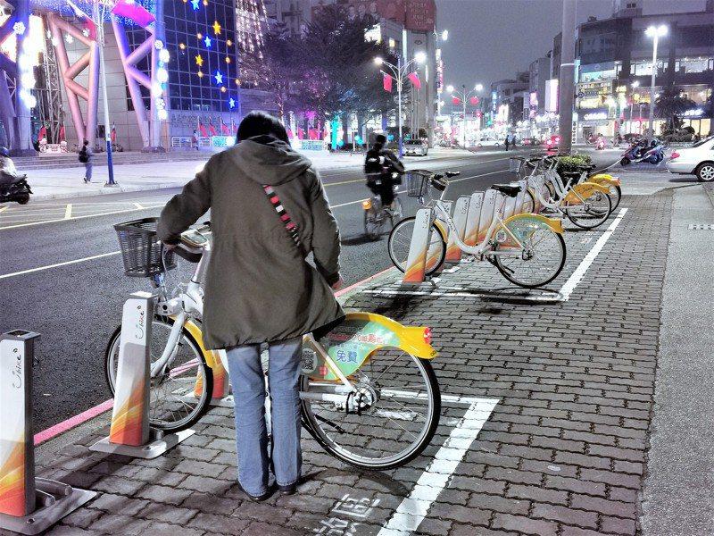 嘉義市去年底改與微笑單車合作,直接推出YouBike 2.0系統,預計設置50站點、750輛車。圖/聯合報系資料照片