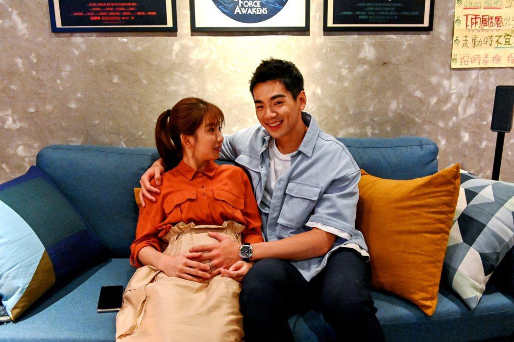 郭書瑤(左)與禾浩辰在「未來媽媽」中角色很有即視感。圖/三立提供