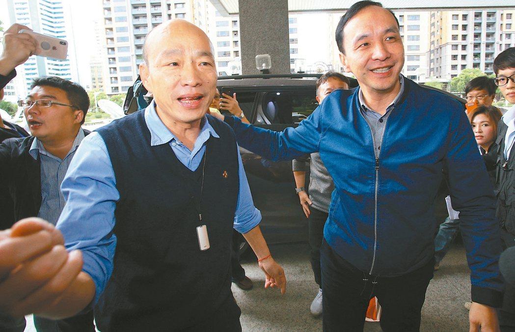 高雄市前市長韓國瑜(左)年後將為公益勤走基層,國民黨前主席朱立倫(右)表示,做公...