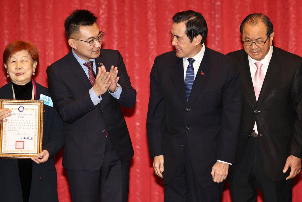 前總統馬英九(右二)與國民黨主席江啟臣(左二)昨天出席「中國國民黨公教警消委員會...