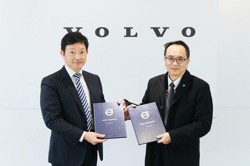 國際富豪汽車總裁陳立哲(右)代表歡迎匯勝汽車董事長蔡奇峯(左) 加入VOLVO ...
