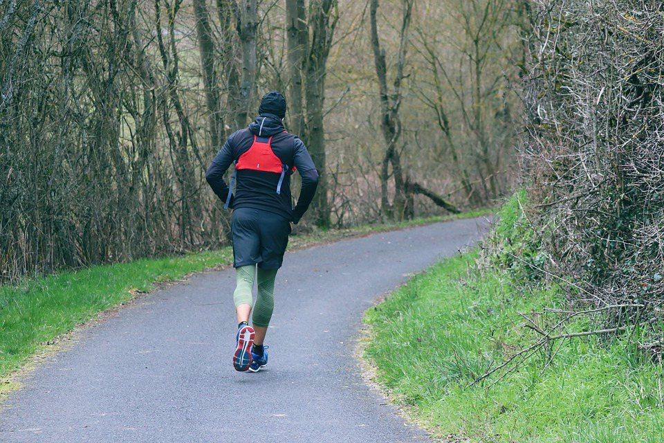 對慢性病患來說運動重要性更高,不過安全性與有效性都必須嚴加注意。基本原則是「少量...