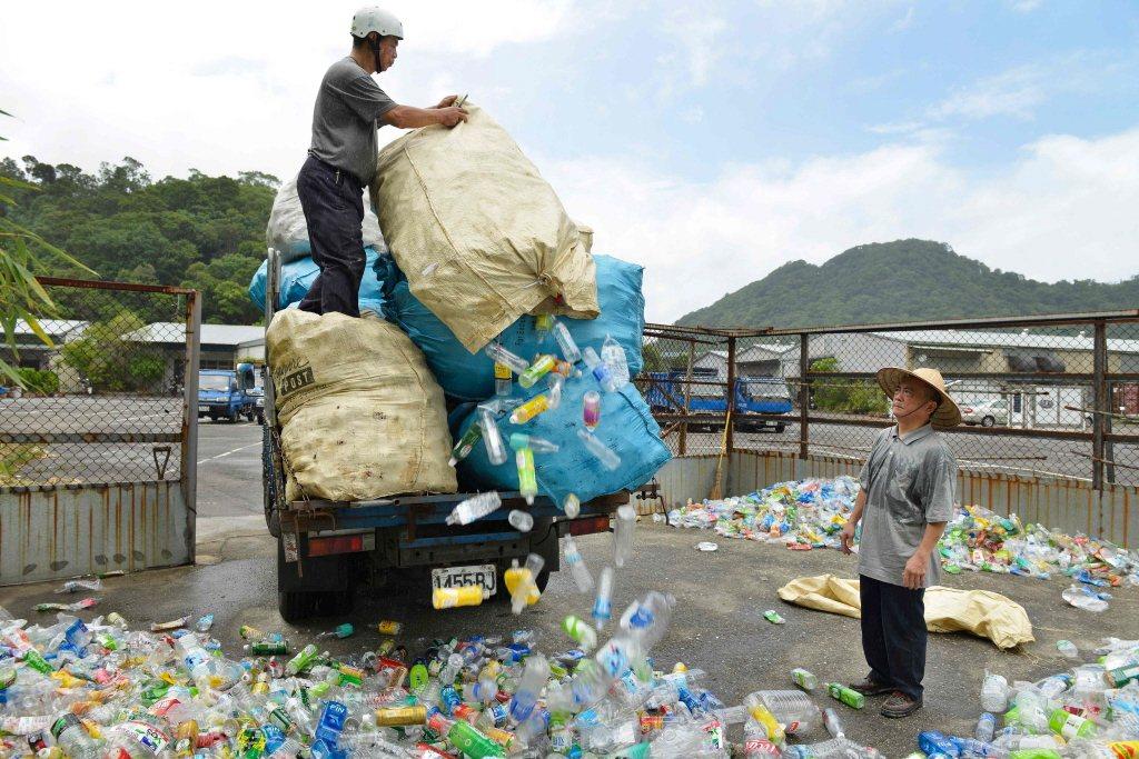 2019年,台灣是香港第四大廢塑料接收地,共接收1,944噸。 圖/法新社