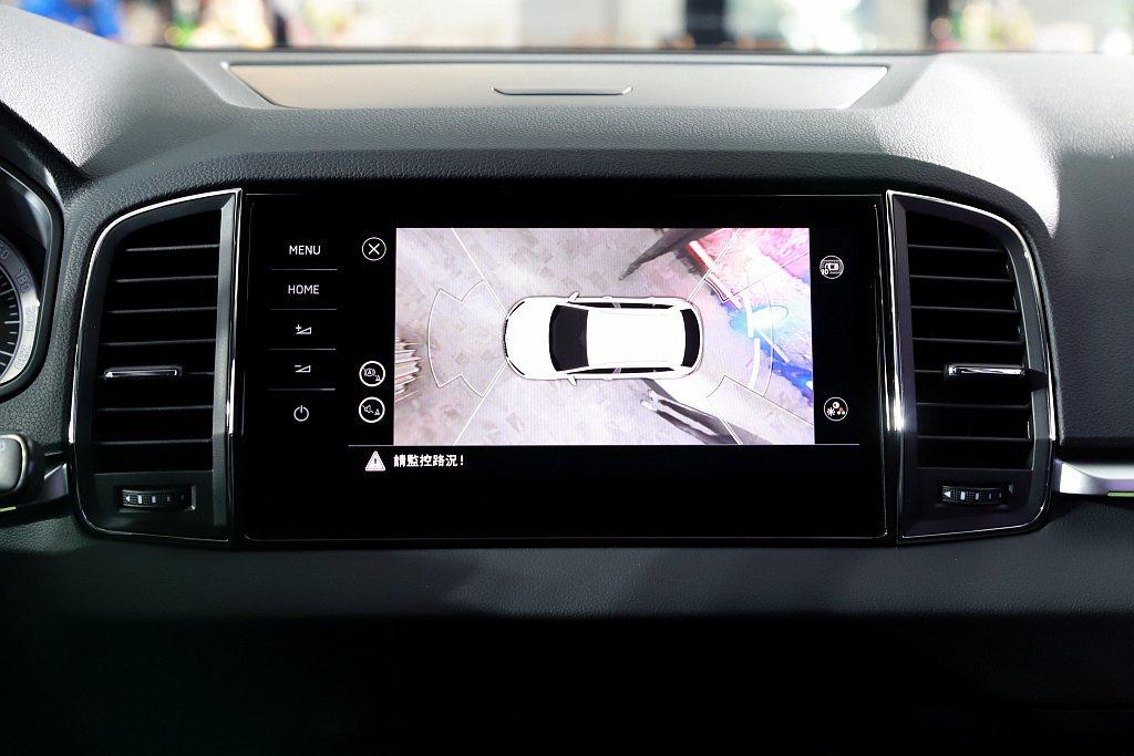高階「雪山黑熊版」與「玉山黑熊版」納入360度Area View全車俯瞰顯影警示...
