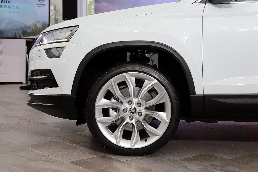 SKODA Karoq劍山黑熊版以及雪山黑熊版配置215/55 R17輪胎尺寸,...