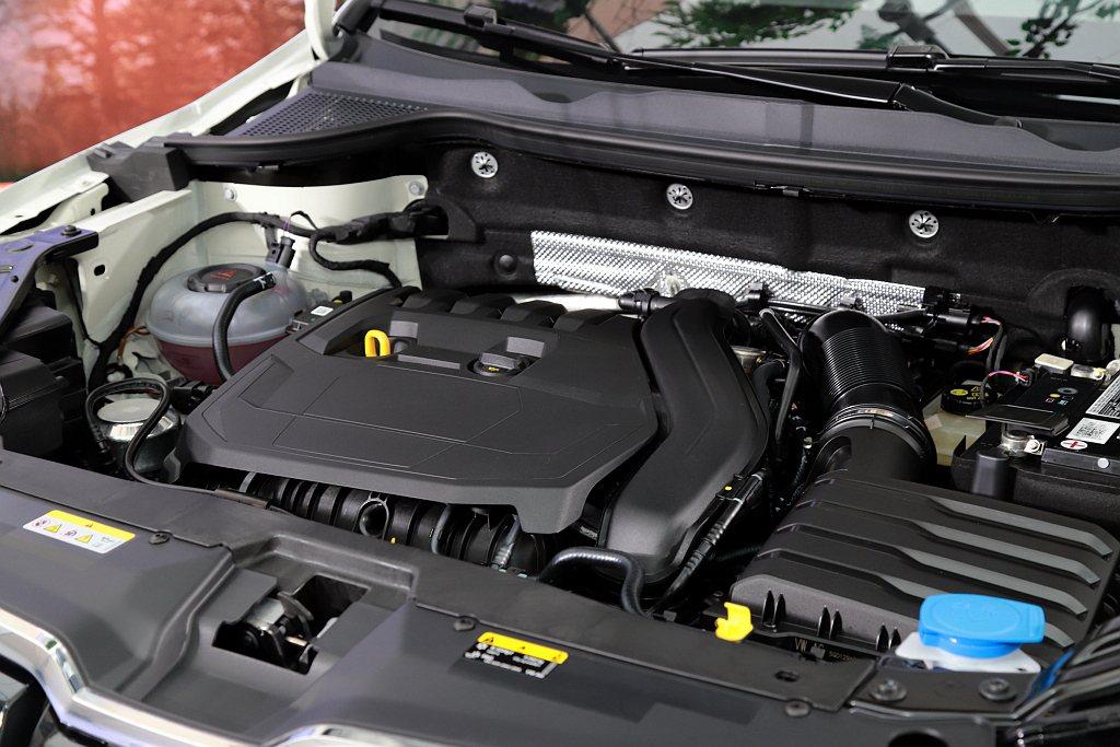 SKODA Karoq黑熊特仕版搭載最新版1.5L TSI EVO汽油渦輪增壓引...