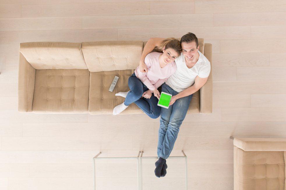 一名男網友發文表示婚前就與老婆達成共識不生子,因此想詢問網友「一房一廳樓中樓」房...
