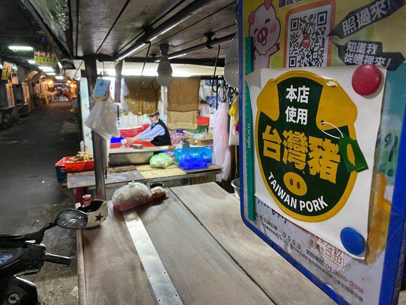 商家為了留住消費者,店內各種標章標示貼紙貼好貼滿,消費者無所適從。圖/聯合報系資料照片