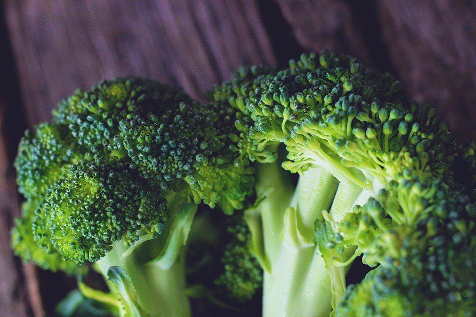 青花菜對健身者來說,除了低卡路里項好處外,其所附帶的營養價值,也是對身體的益處之...