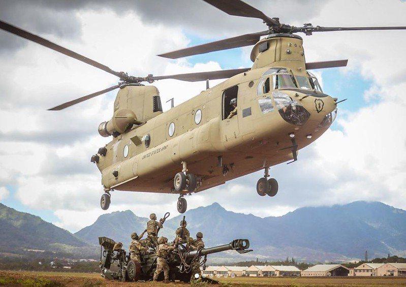 美陸軍CH-47契努克運輸直升機。 圖/美國陸軍