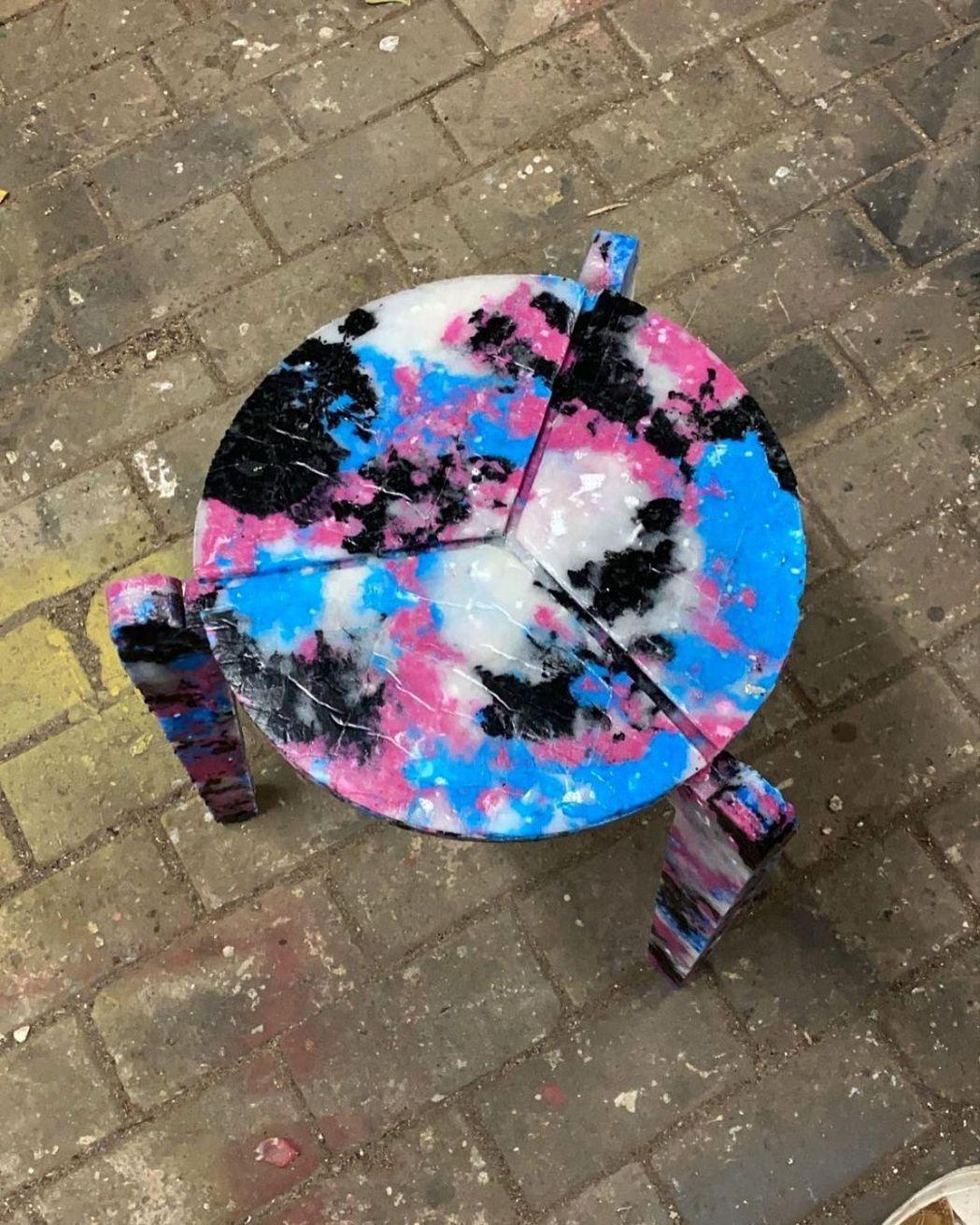 Haneul Kim創造用回收口罩製作的椅子。圖/摘自Haneul Kim IG