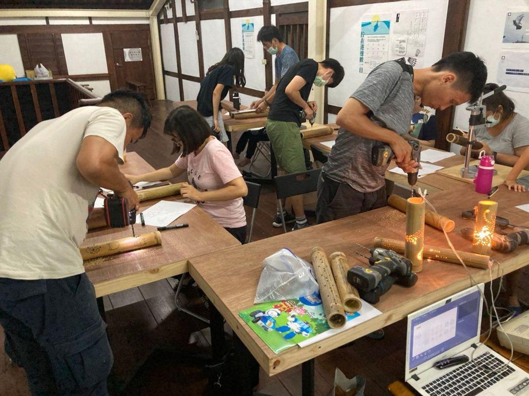 民眾參與竹光工作坊。  臺南市政府文化局/提供