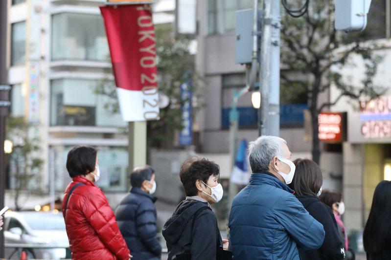 日本大都市疫情嚴峻,造成許多鄉村對都市返鄉的人抱持高度警戒,甚至有意排擠,形成「返鄉糾察」的現象。新華社