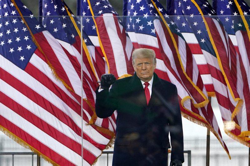 美國總統川普的支持者今天硬闖國會大廈,引發部分國會民主黨人呼籲在川普1月20日卸任前將他免職。美聯社