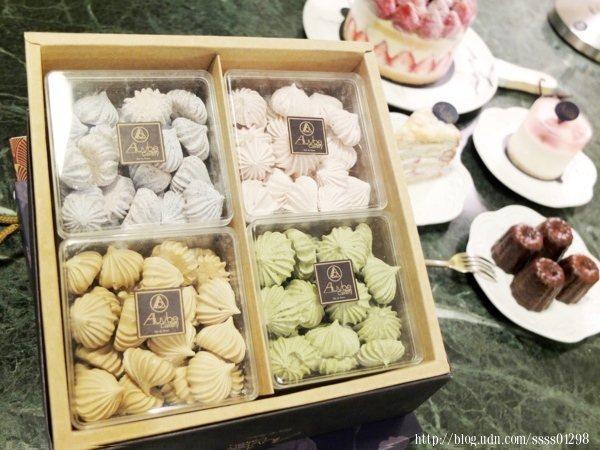 馬林糖禮盒,堅持不使用色素與香料,所以顏色看起來淺淺淡淡的
