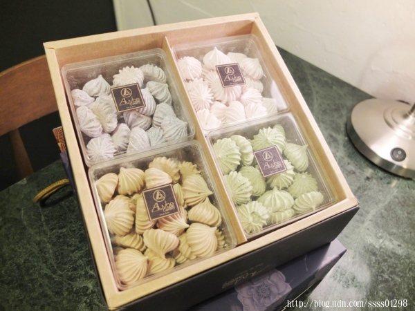 不添加防腐劑,僅用蛋白、糖粉與蜜香紅茶粉、日本小山園抹茶粉等成份