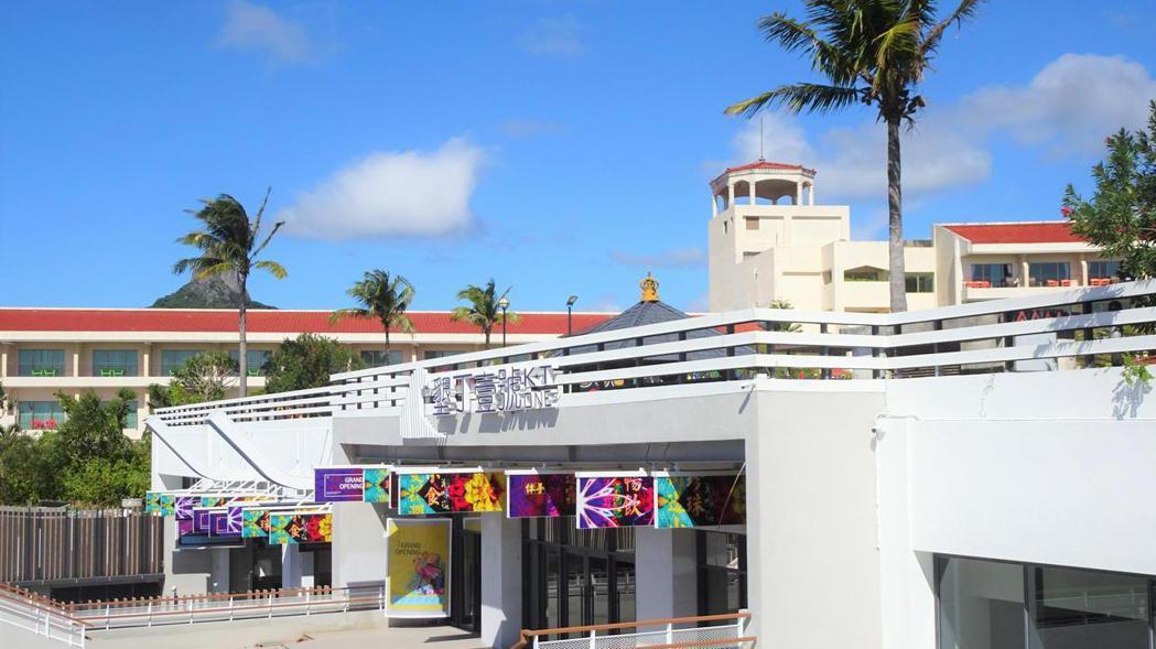 錢櫃公司向墾丁福華度假飯店承租上萬坪空間,打造複合式休閒娛樂購物中心,取名「墾丁...