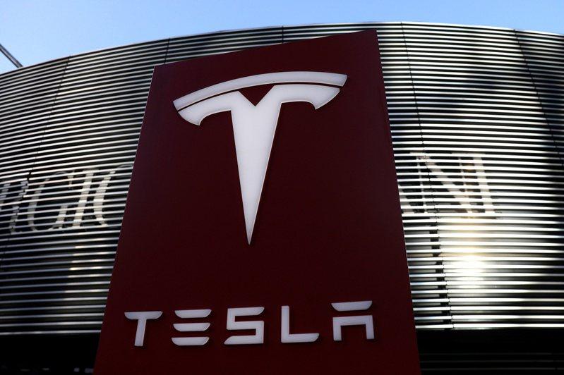摩根士丹利調高電動車大廠特斯拉目標價至810美元,特斯拉市值可望上衝1兆美元。路透