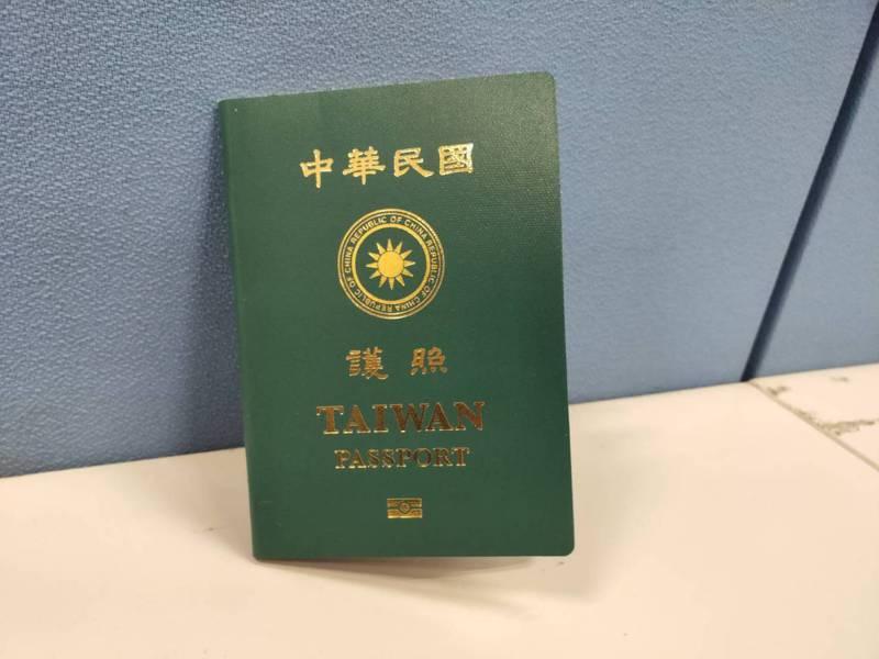 台灣新版護照封面。記者徐偉真/攝影
