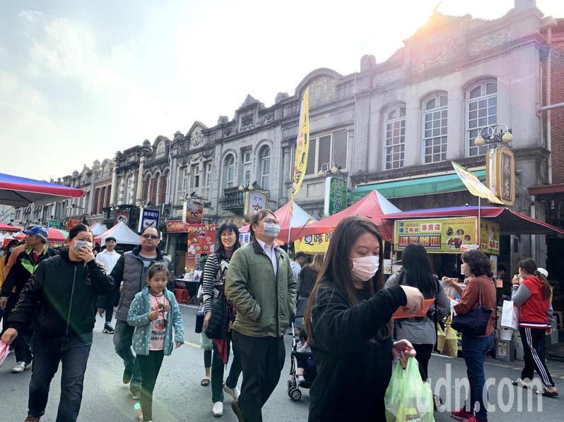 台南新化年貨大街今年邁入第10年要在新化老街舉辦。去年舉辦時的熱鬧景況。記者吳淑玲/攝影