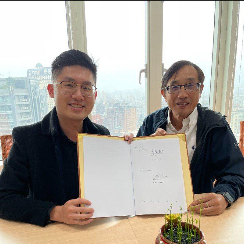 左起H2U永悅健康執行長陳俊嘉、筆記網路董事長姚焱堯。永悅健康/提供