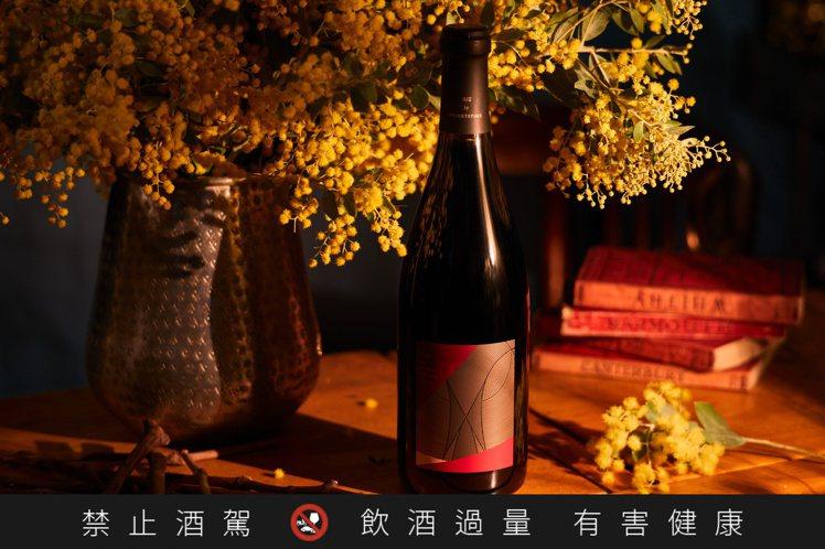 小威石東紅酒W°2B,建議售價2,000元。圖/威石東提供。提醒您:禁止酒駕 飲...