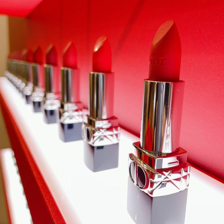 迪奧藍星唇膏主打#999,四種質地有四種風格/各1,300元。記者劉小川/攝影