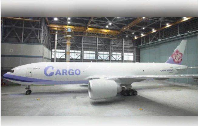 華航塗了「大C包台灣」新塗裝貨機傳出飛香港受阻。圖/華航提供