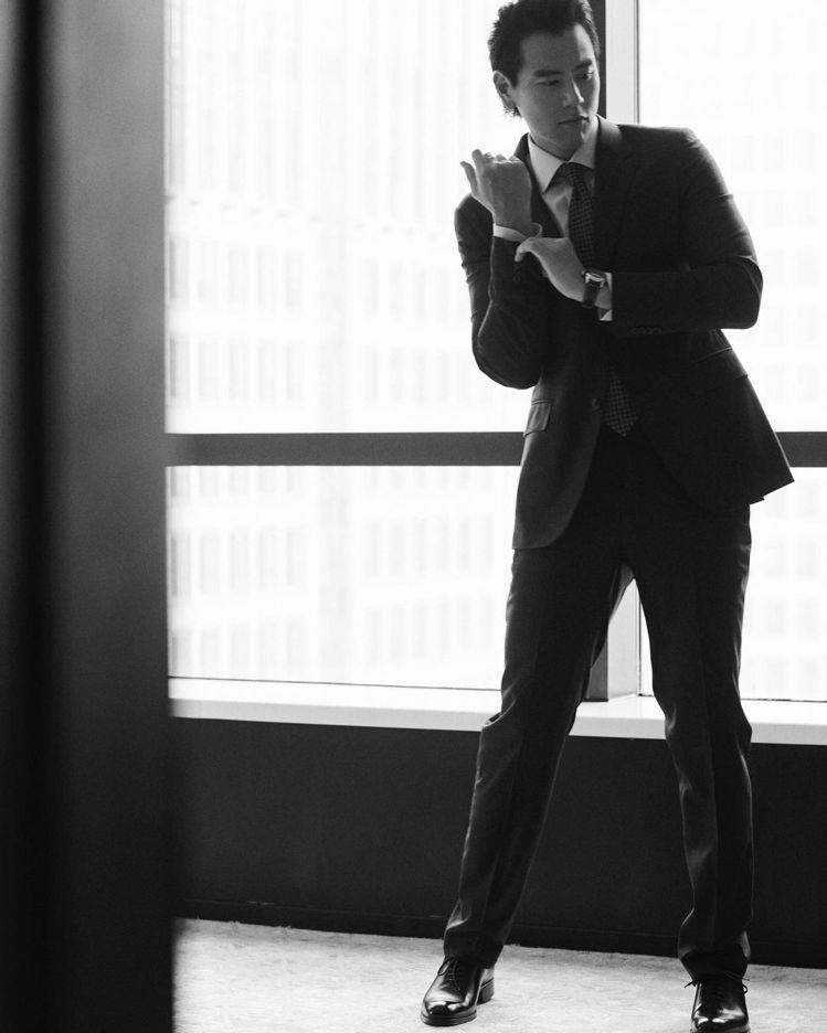 黑白照片一樣讓鐵粉心醉的「彭帥」彭于晏,近日在個人ig連曬三張黑白帥照,並標籤L...