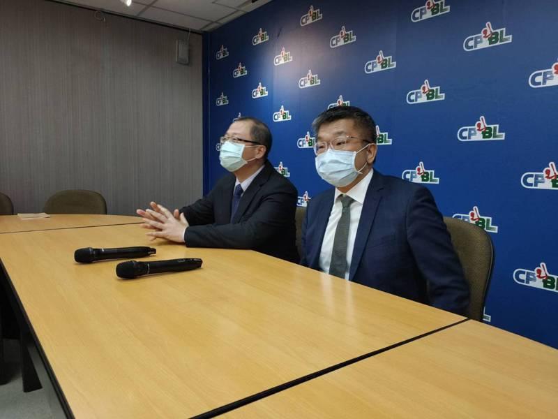 中職新任會長蔡其昌(右)到聯盟拜會。記者婁靖平/攝影