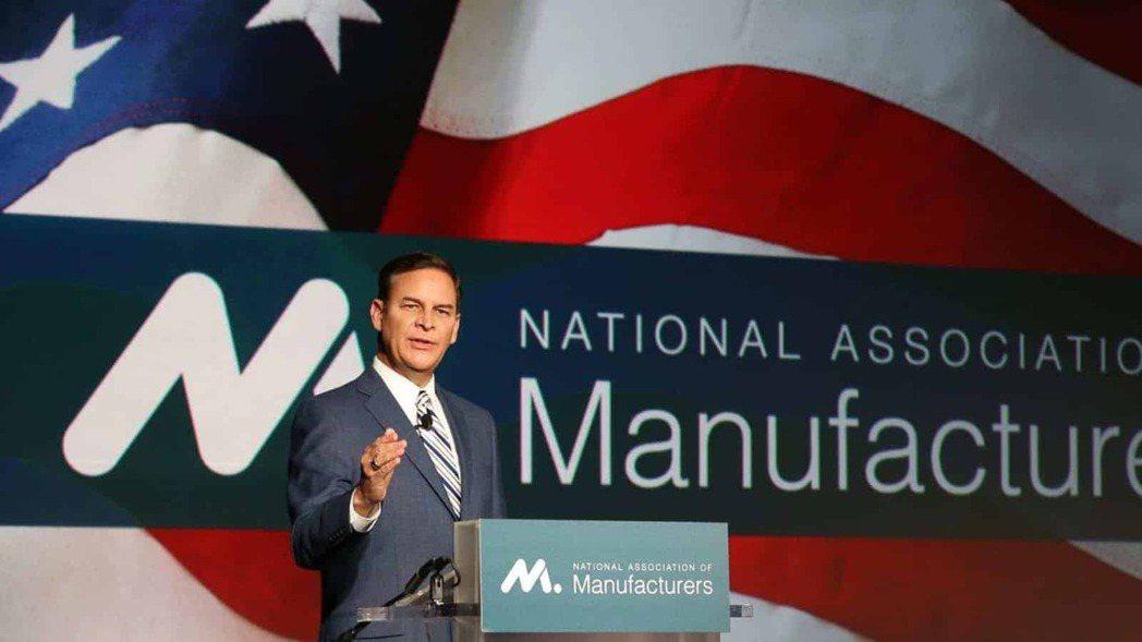 在發生國家暴亂事件後,提蒙斯領導的美國製造商協會(NAM)6日呼籲副總統潘斯與內...