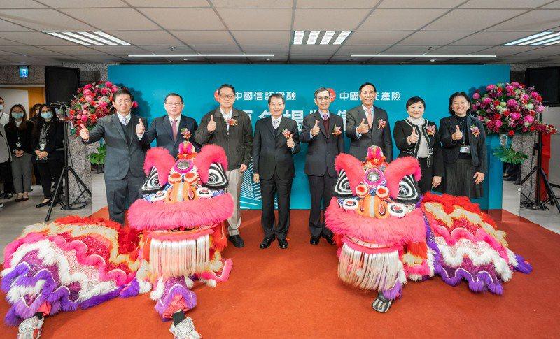 中國信託產險與中國信託資融昨(7)日共同舉行更名暨剪綵慶祝活動,將結合中國信託品牌,擴大業務推展及人才招募。台灣人壽/提供