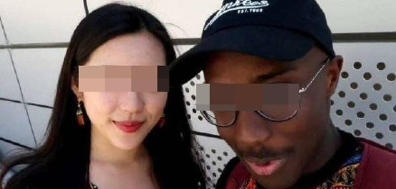 小航(化名)在大學時期主修英語,認識了1位來自埃塞俄比亞的黑人留學生,2人認識短短半個月便相戀,但很快發現男方是渣男。(微博圖片)