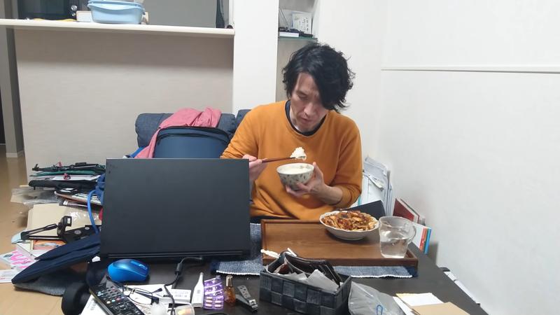 日本youtuber「やっちゃんねる」之前曾經是派遣工,如今拍下生活點滴,轉戰youtuber後意外爆紅。圖擷取自youtube