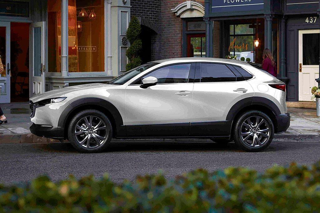 2021年式Mazda CX-30提供尊榮型(86.9萬)、頂級型(96.9萬)...