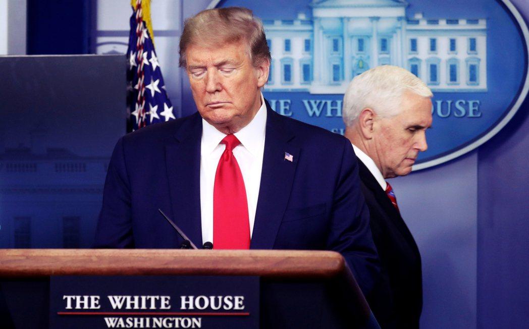 假設彭斯真的如同「外部建議」一般,連同內閣部長成員拔掉川普的總統職權,副總統將即...