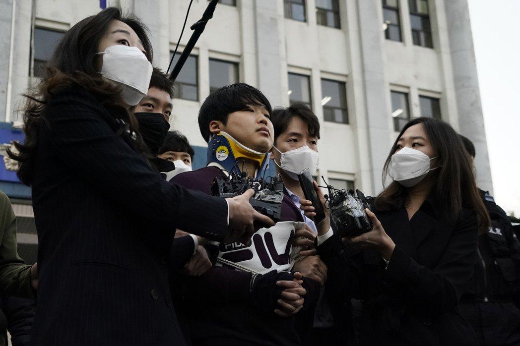 根據中央日報12月24日整理,趙主斌一審宣判40年有期徒刑、電子腳鐐30年、(期...