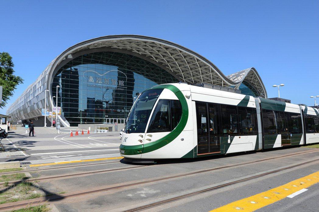 現階段輕軌串聯亞灣區各大建設,未來聯接捷運黃線延伸線,形成一體網絡。圖片提供/高...