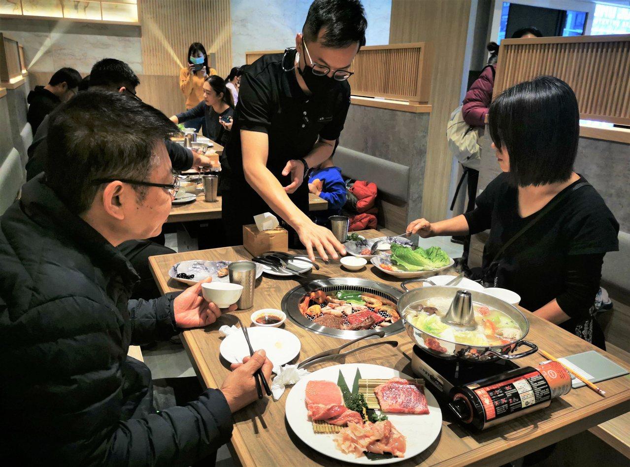 築間餐飲集團今在大里推出新品牌「本格和牛燒肉放題」,使得今年集團規模已有5個品牌...