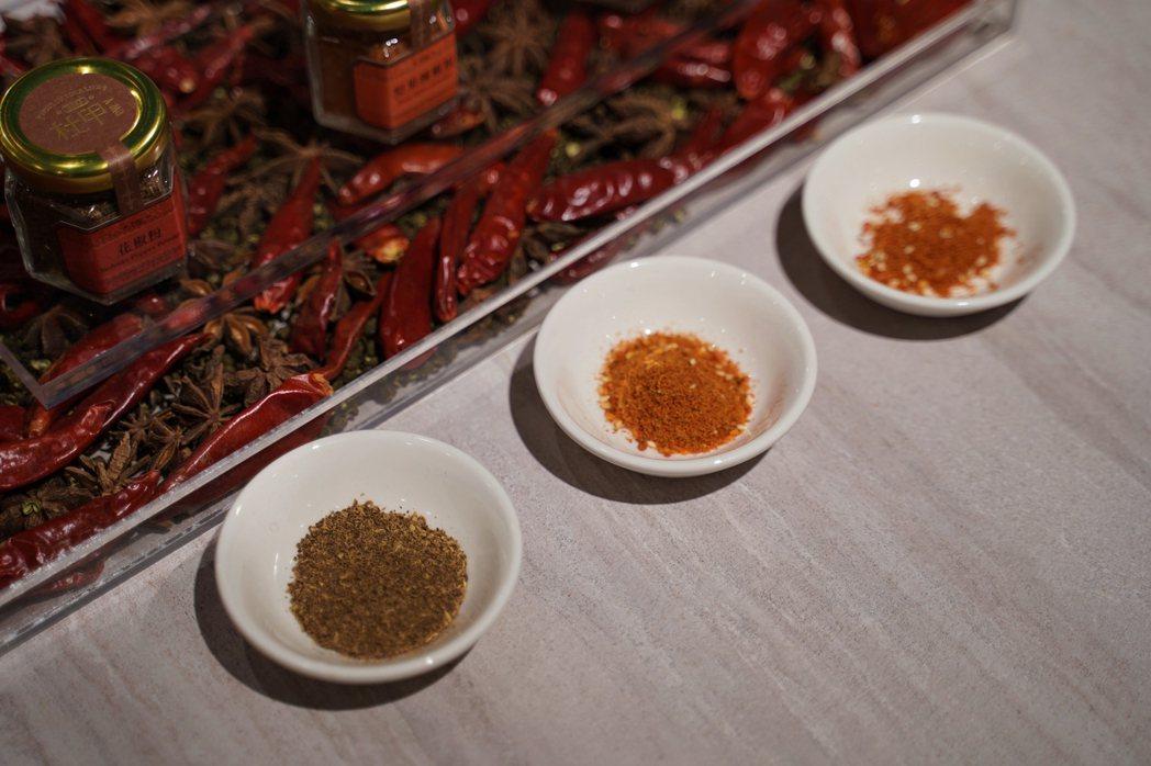 八味粉、堅果辣椒粉、花椒粉。 圖/沈佩臻攝影