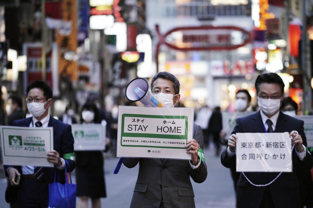 東京都知事小池百合子在去年解除緊急狀態後,去年7月又召開記者會,針對東京疫情攀升...