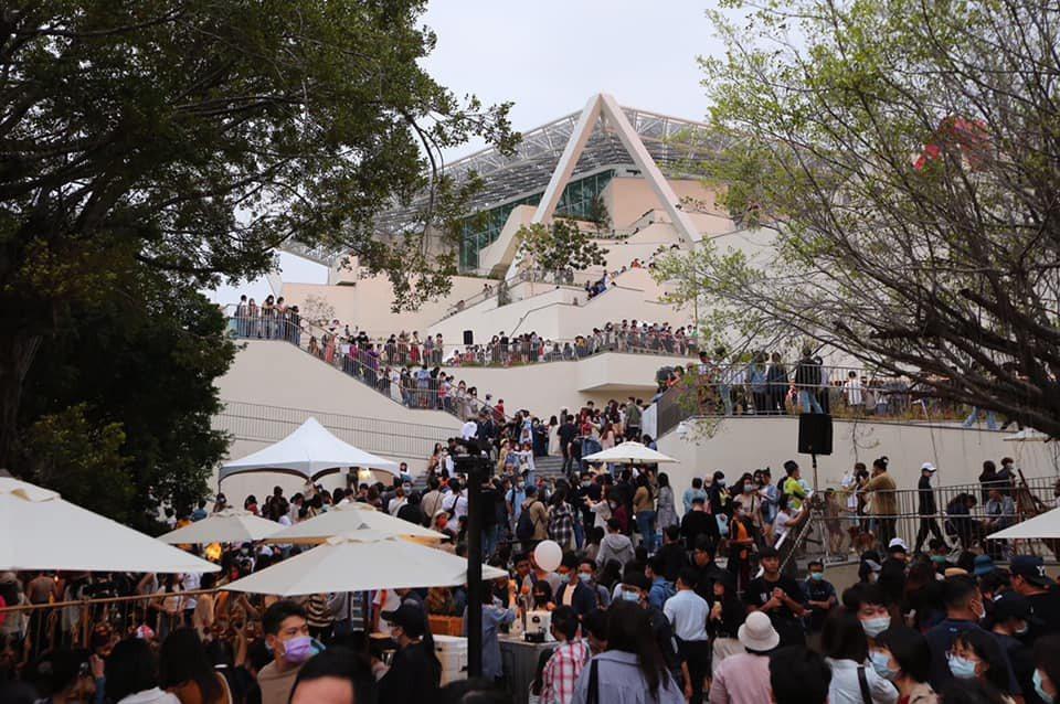 遇到節慶跟假日,有時候活動跟廟會還會封街,整個大台南都會變成交通的壓力鍋。  圖/取自黃偉哲臉書
