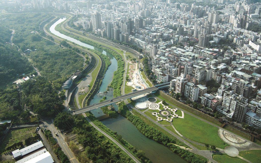 河濱公園與文教優質環境,吸引不少換屋族。 業者/提供