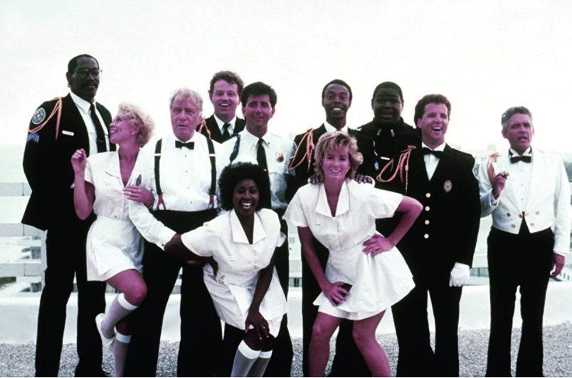 瑪莉安蘭西(前排左)與「金牌警校軍」眾家主角前進邁阿密拍攝第5集。圖/摘自imd...