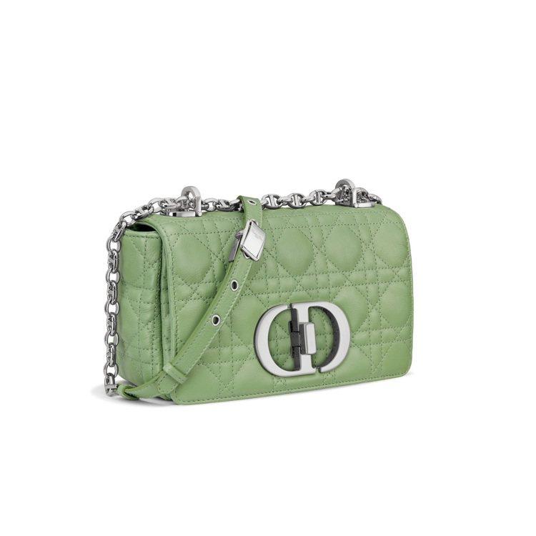 Dior Caro薄荷綠籐格紋柔軟小牛皮小型翻蓋包,11萬5,000元。圖/DI...